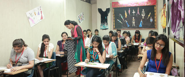 Diploma Courses in Fashion Design in Delhi/NCR - Fees 83