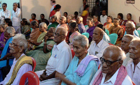 essay on my visit to an old age home The first year jpenglish and eps students of christ university were happy mr joseph edward felix proposed a visit to a nearby old age home the students happily volunteered to go in groups of twenty, each sunday between 10 to 12.