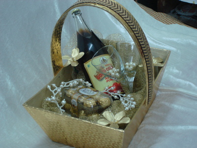 Wedding And Trousseau Gifts - Wedding Gifts, Cards In Delhi - Click.in
