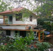 House and land sale2200 sqfhouse and one acre land for sale  Pattimattom